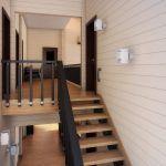 интерьер двухэтажного частного дома лестница