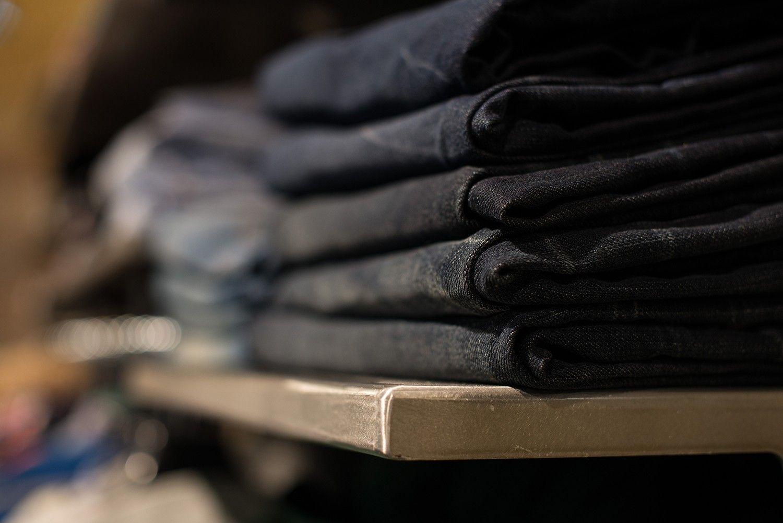 интерьер магазина одежды в стиле лофт