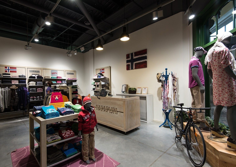 оформление интерьера магазина одежды